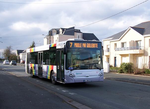 Heuliez GX327 photographié le 2 Mars 2010 peu après sa mise en service commercial.